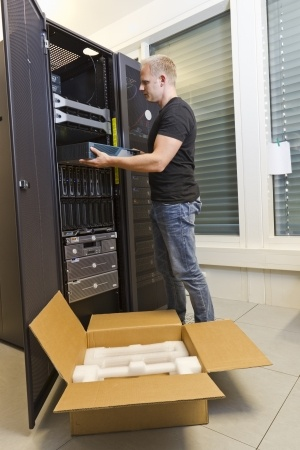 5-DECOMMISSIONING_or 4-REPLACEMENT_Tech with Server by Shipping Box_19198801_s.jpg
