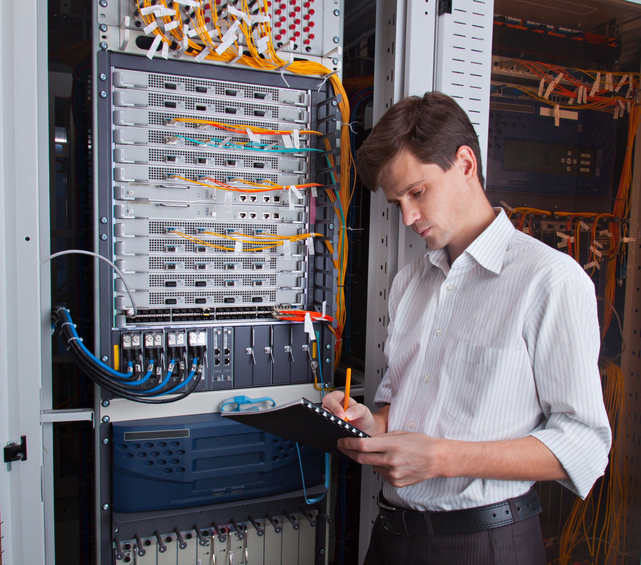 25612889-network-engineer-in-server-room-with-pen-and-tablet_25612889_m