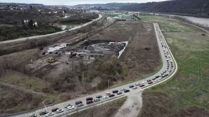 PhotoCredit to Andrew Rush_March 30 2020_Hundreds of cars lined up at the Greater Pittsburgh Community FoodBank